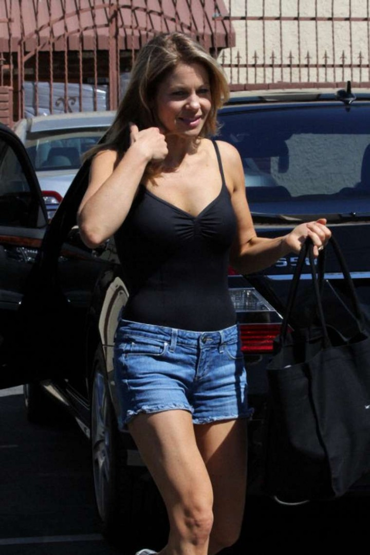 Name:  Candace-Cameron-in-Jeans-Shorts-at-DWTS--04-720x1079.jpg Views: 373 Size:  126.6 KB