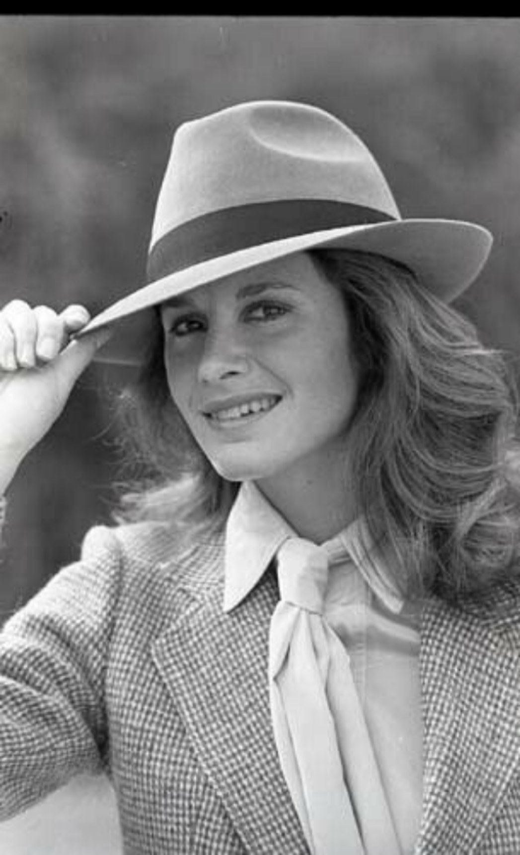 Name:  Stephanie-Zimbalist-Smiling-Fedora-Remington-Steele-1983-Nbc.jpg