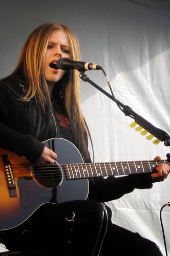 Name:  Avril_Lavigne_in_Burnaby,_2004.jpg Views: 46 Size:  72.5 KB