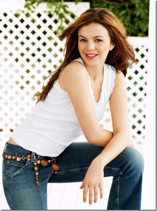 Name:  Amber Tamblyn Blue Jeans[2].jpg Views: 61 Size:  102.3 KB