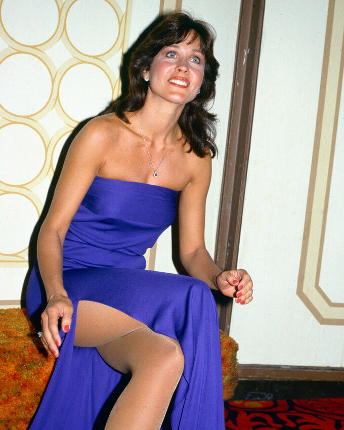 Name:  Erin-Grey-Color-8X10-Photo-Candid-Rare-Pose.jpg Views: 197 Size:  118.9 KB