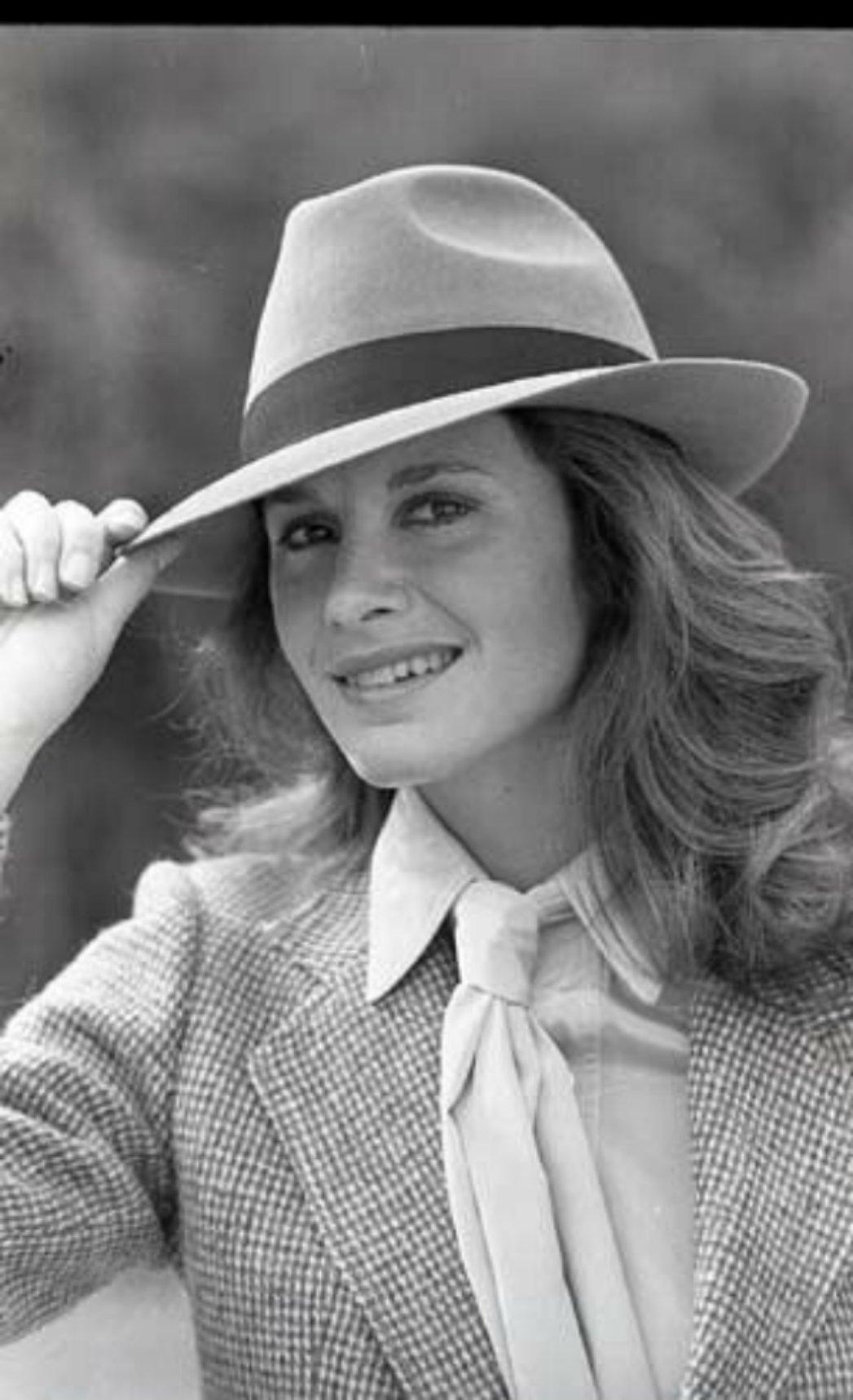 Name:  Stephanie-Zimbalist-Smiling-Fedora-Remington-Steele-1983-Nbc.jpg Views: 88 Size:  173.7 KB