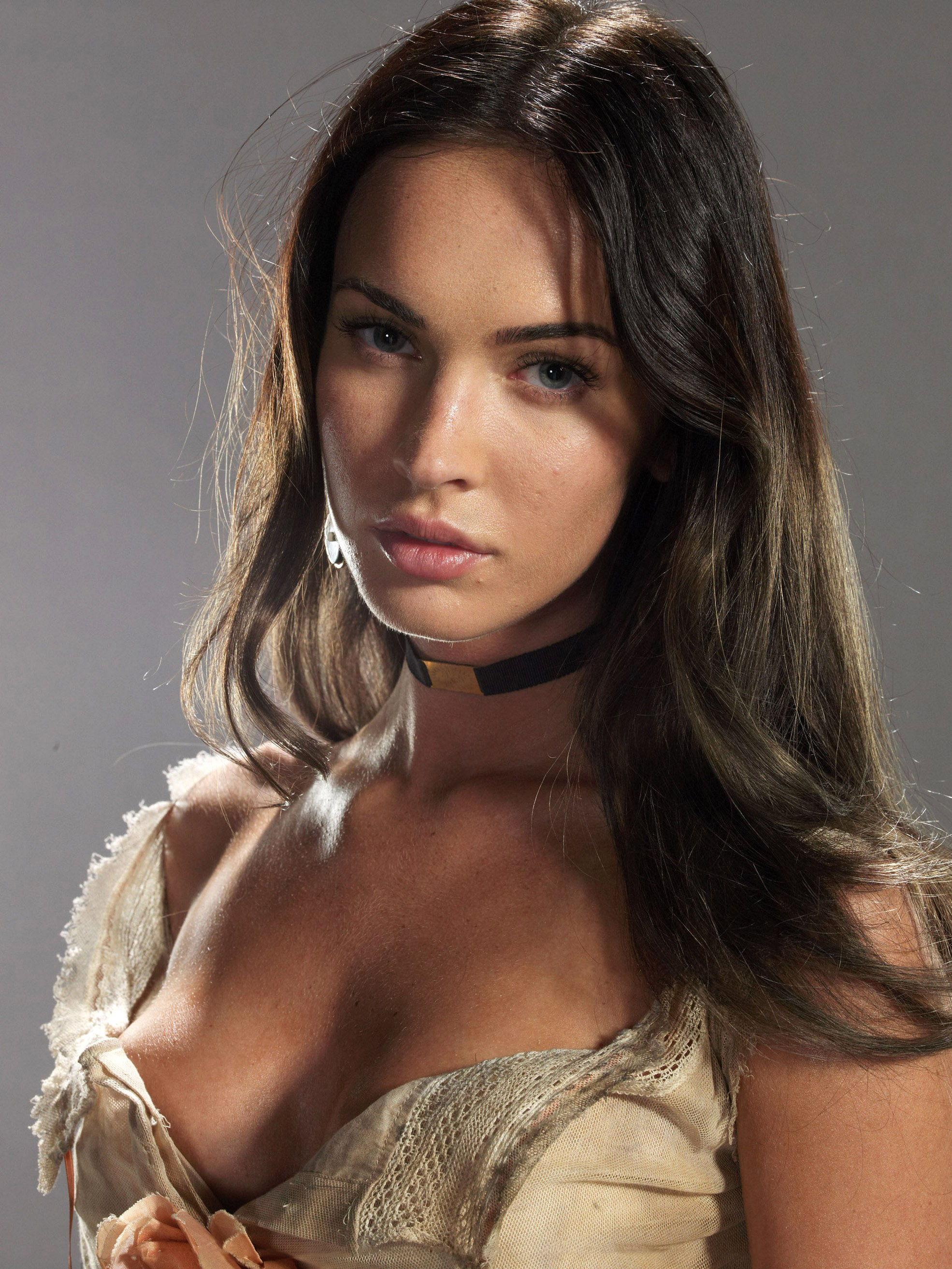 Megan_Fox_-_Jonah_Hex_promotional_shoot_01