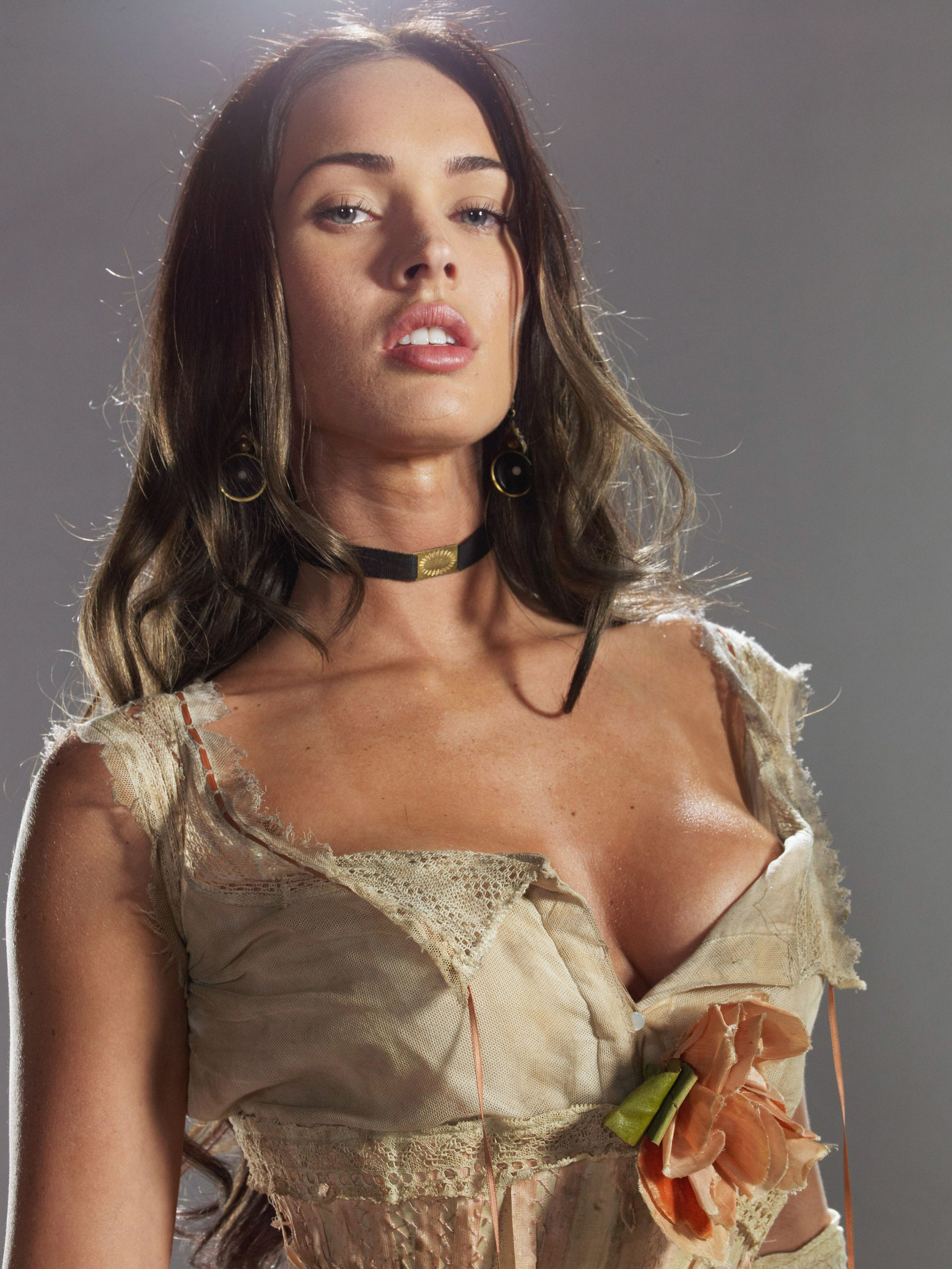 Megan_Fox_-_Jonah_Hex_promotional_shoot_05