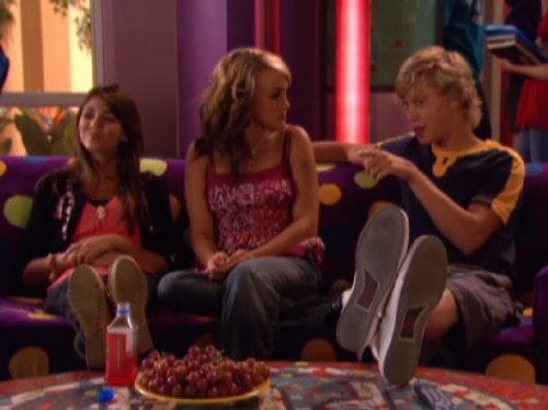 Jamie_Lynn_Spears_Victoria_Justice_and_Austin_Butler_in_Z
