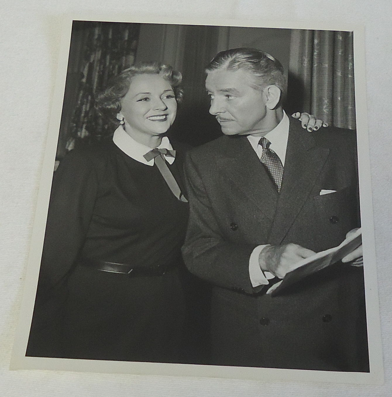 1954_Photo_RONALD_COLMAN_with_wife_BENITA_HUME
