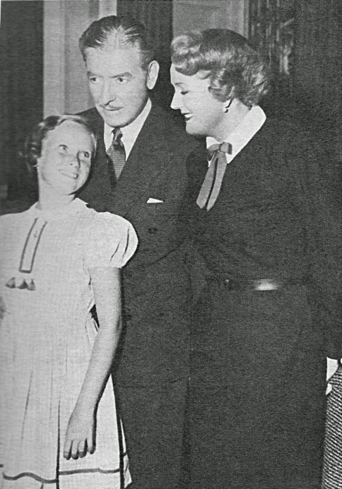 Ronald_and_Benita_Colman_with_their_daughter_Juliet_in_1955_