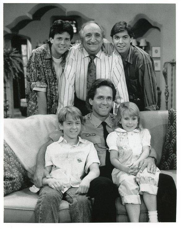 GREGORY_HARRISON_ASHLEIGH_BLAIR_STERLING_SMILING_FAMILY_MAN_CAST_CBS_TV_PHOTO