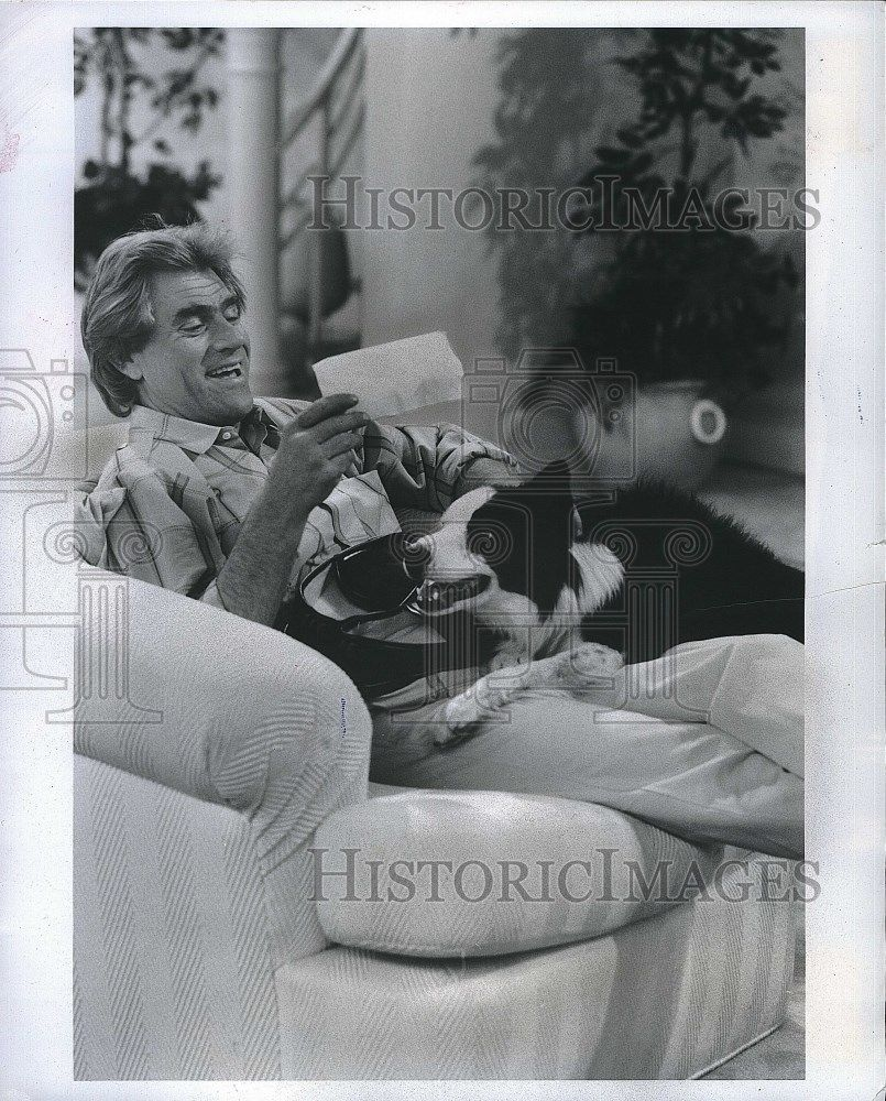 1987_Press_Photo_Down_And_Out_In_Beverly_Hills_Series_Tim_Thomerson_With_Dog