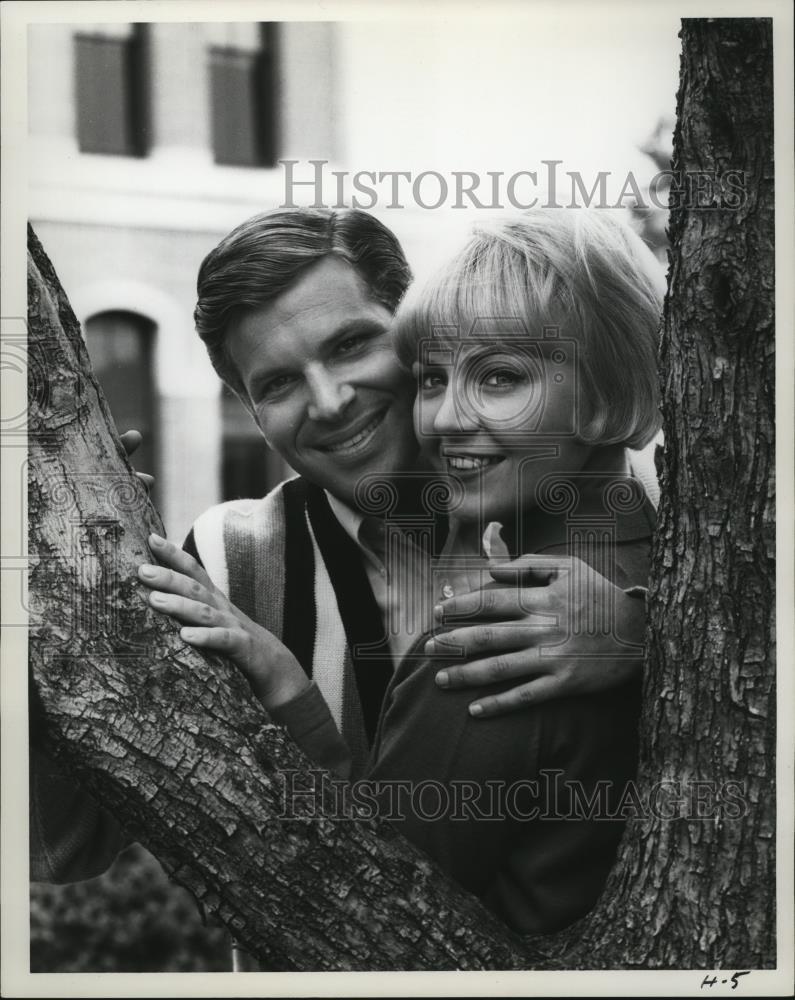 1965_Press_Photo_Linda_Foster_and_Dick_Kallm