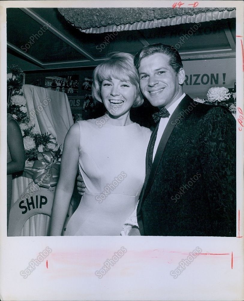 CA232_1966_Dick_Kallman_Beautiful_Linda_Foster_Ship_Wedding_Fashion_Press_Photo