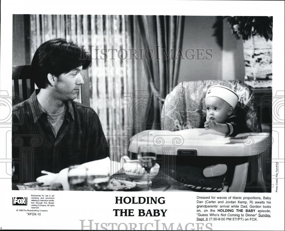 1998_Press_Photo_Carter_and_Jordan_Kemp_Jon_Walker_in_Holding_the_Baby
