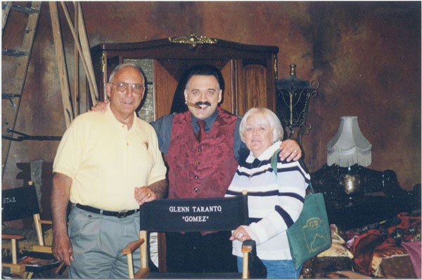 Glenn_Taranto_Gomez_Addams_with_his_parents_Elizabeth_and_Louis_H_Taranto