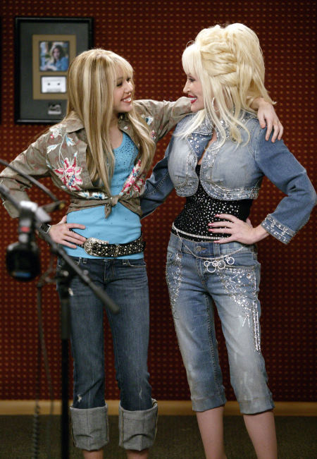 Dolly_Parton_and_Miley_Cyrus_in_Hannah_Mon