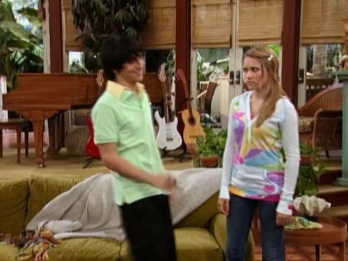 Mitchel_Musso_and_Miley_Cyrus_in_Hannah_Montana_2006_