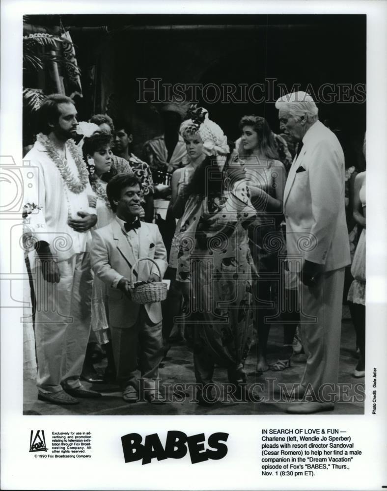 1990_Press_Photo_Wendie_Jo_Sperber_and_Cesar_Romero_in_Babes_-_spp47756