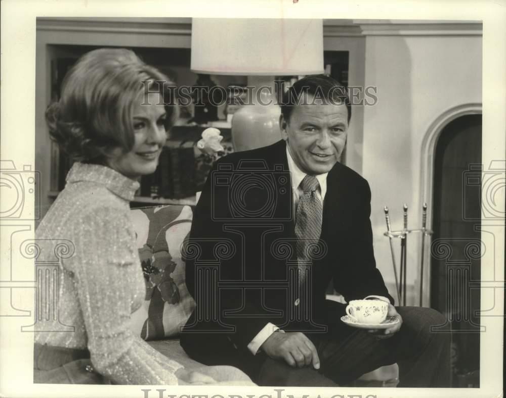 1970_Press_Photo_Frank_Sinatra_Marjorie_Lor