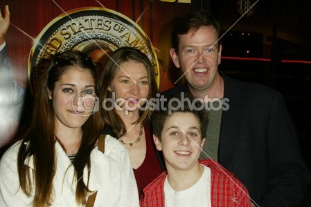 Dylan_Baker_and_cast_of_The_Pitts