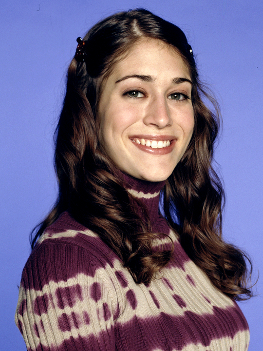 the-pitts-lizzy-caplan-1