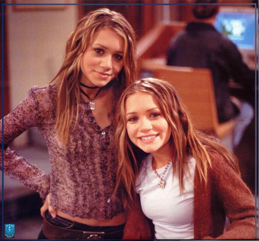 soMarykate_And_Ashley_Olsen_Twins_Calendar_2004_013