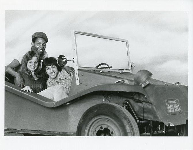 WONDERBUG_CAST_IN_CAR_SMILING_PORTRAIT_KROFFT_SUPERSHOW_ORIG_1977_ABC_TV_PHOTO