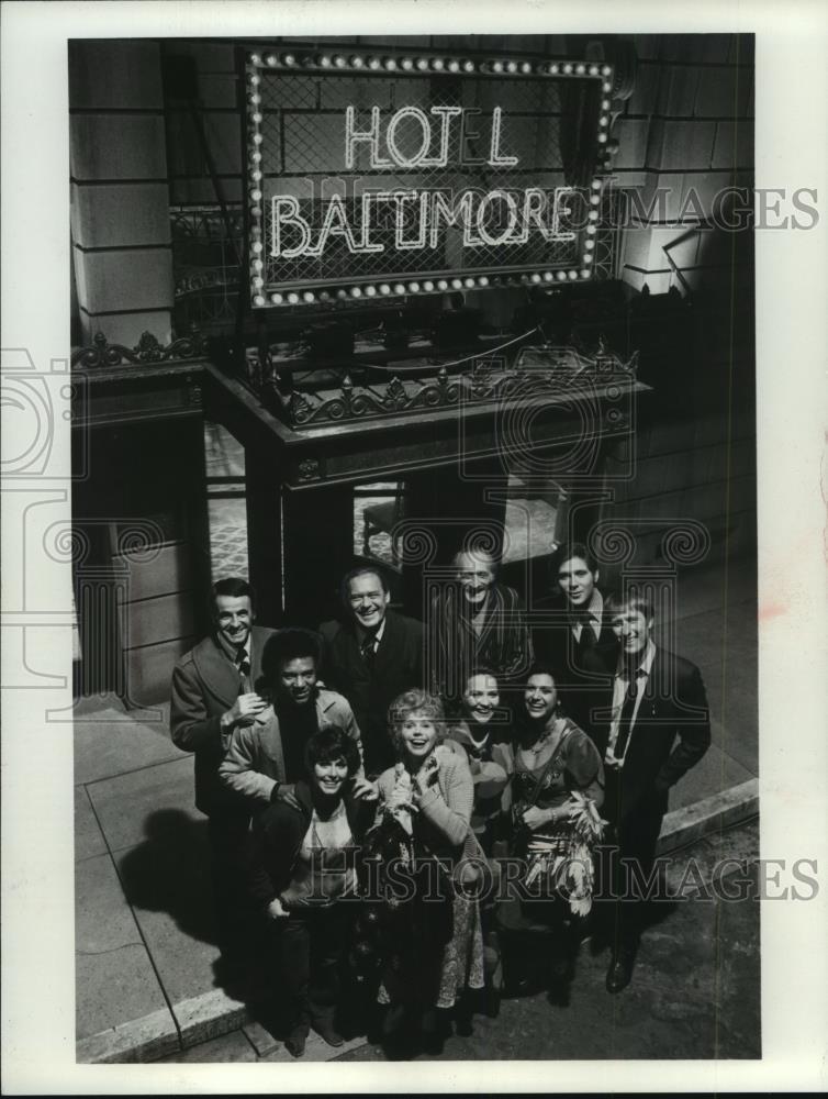 1975_Press_Photo_Cast_ofhpyyy