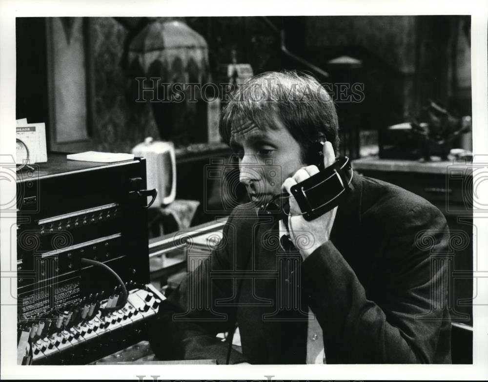 s-l16001975_Press_Photo_Jim_Cromwell_in_Hot_L_Baltimore_-_orp03525