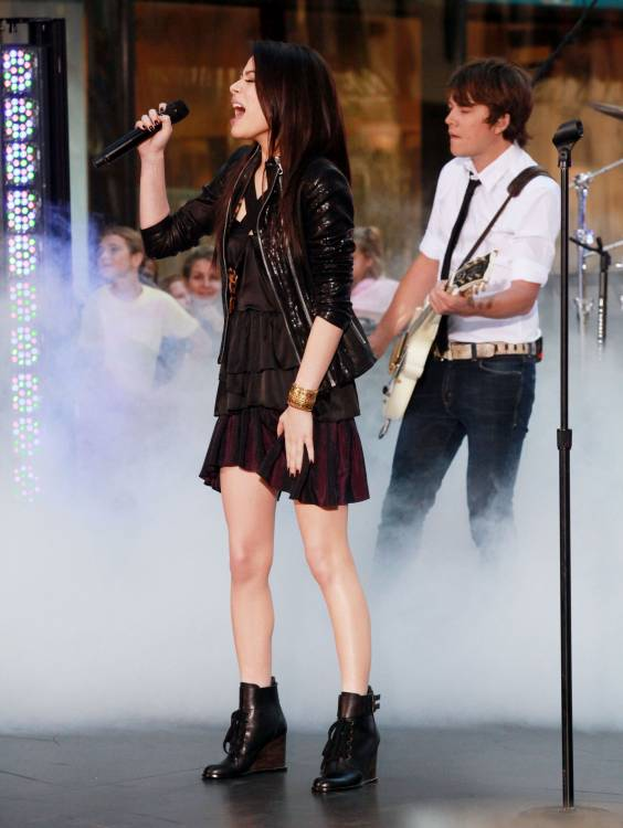 is miranda cosgrove dating nat wolff Nat wolff is the lead singer/songwriter and keyboardist, and his brother alex is the drummer, co-founder of the nickelodeon television series the naked brothers band nat stars in the.