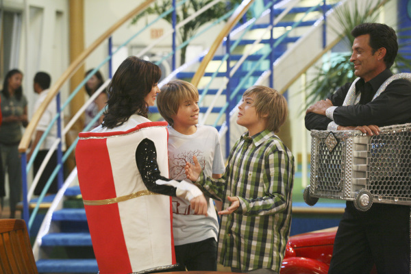 Kim_Rhodes_Cole_Sprouse_Dylan_Sprouse_and_Robert_Torti_i