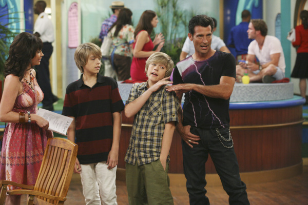 Kim_Rhodes_Cole_Sprouse_Dylan_Sprouse_and_Robert_Torti_in