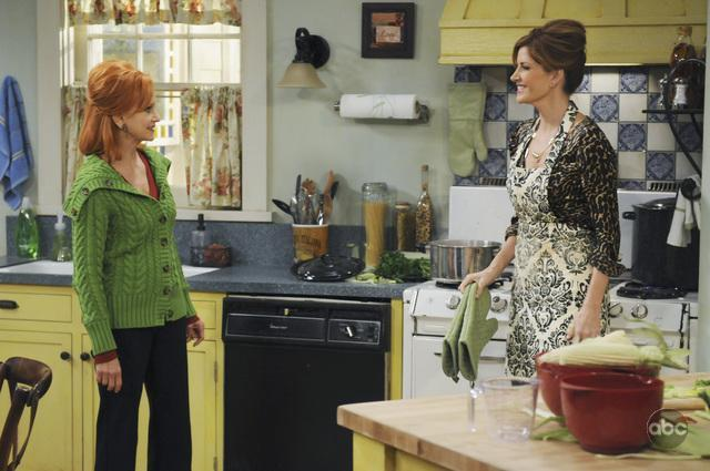 Swoosie_Kurtz_and_Melinda_McGraw_in_Ha