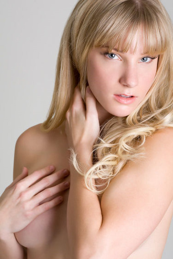 5557_heather-morris-nude-glee-01