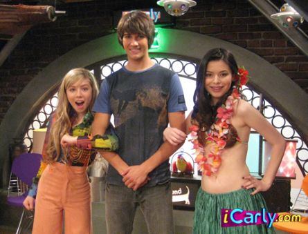 James Maslow on iCarly