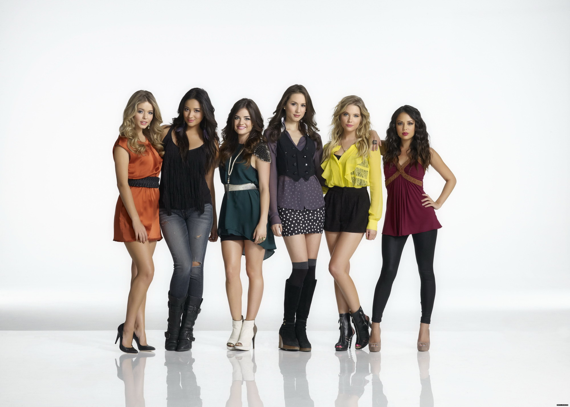 pretty little liars cast members dating It's been just under a year since pretty little liars officially  when asked if emily and the other core pll cast members would appear in the  dating video.
