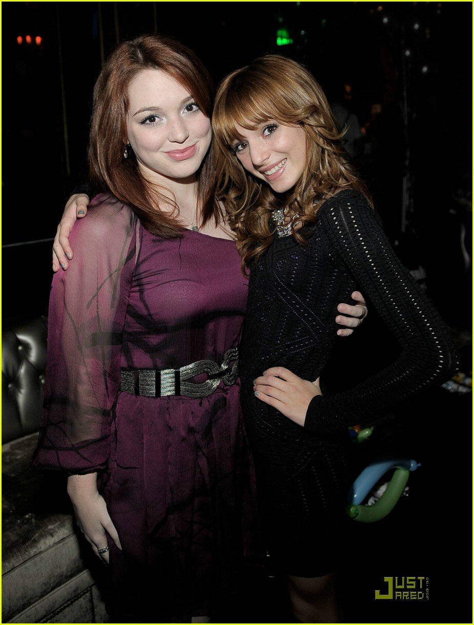 Bella Thorne with Jennifer Stone - Sitcoms Online Photo ... Jake T Austin And Bella Thorne Kissing