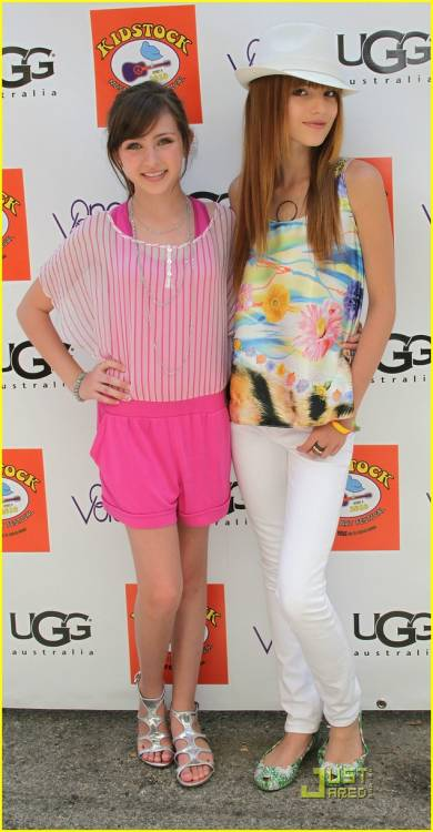Bella Thorne with Ryan Newman - Sitcoms Online Photo Galleries