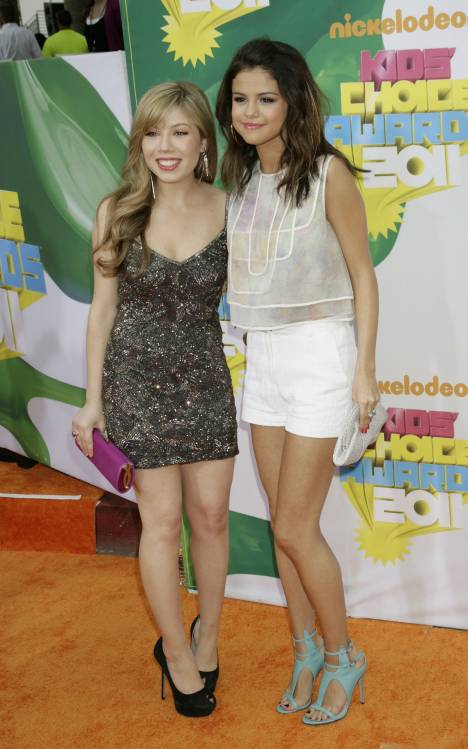 selena gomez kids choice awards 2011. Selena Gomez and Jennette