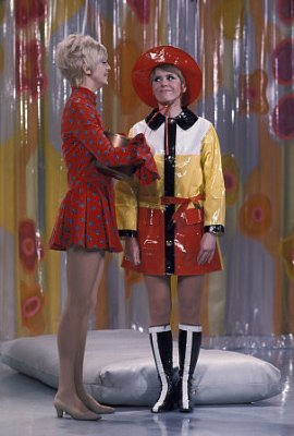 Laugh-In - Goldie Hawn & Judy Carne - Sitcoms Online Photo