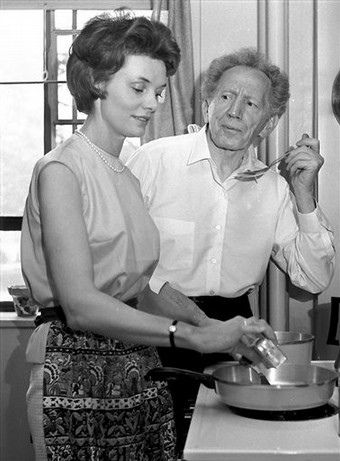 Download this Bettye Ackerman And Sam Jaffe Their Apartment picture