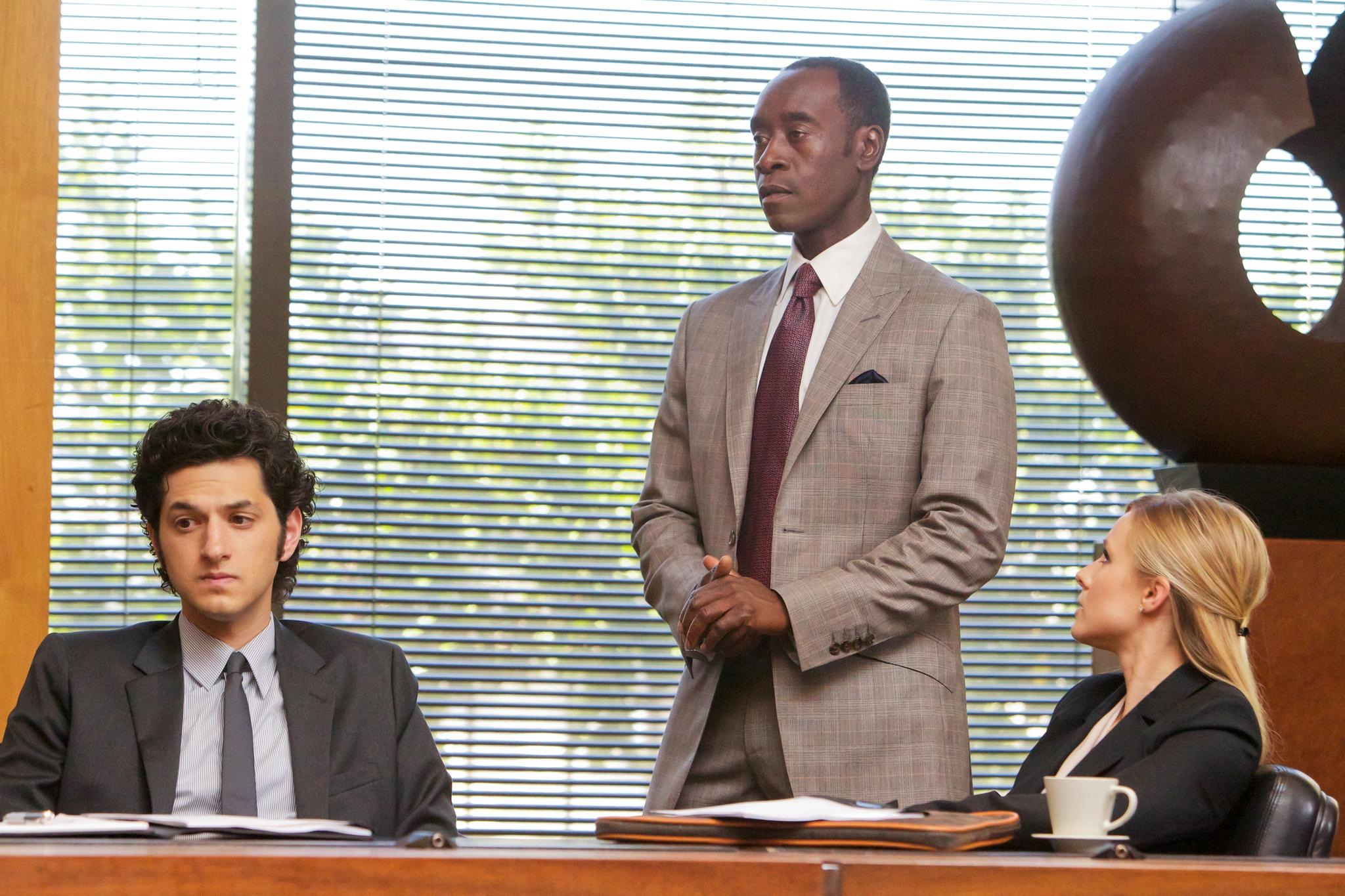housepicture-of-don-cheadle-kristen-bell-and-ben-schwartz-in-house-of-lies-large-picture