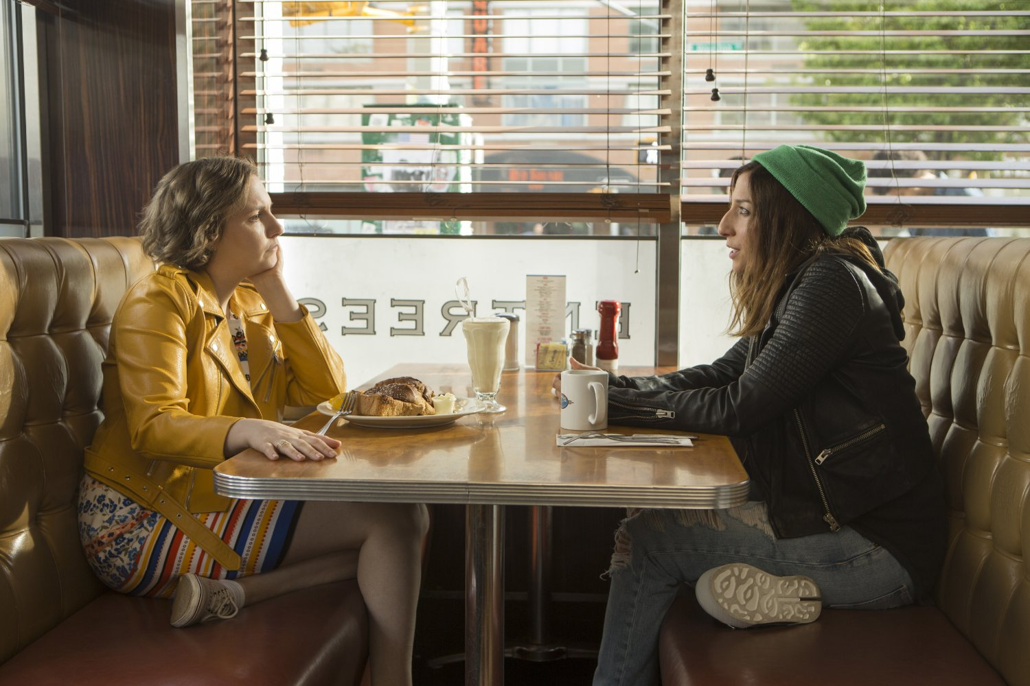 Chelsea_Peretti_and_Lena_Dunham_in_Girls_2