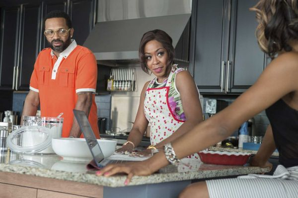 imageCassie_Tichina_Arnold_M-Chuck_Erica_Ash_and_Uncle_Julius_Mike_Epps_in