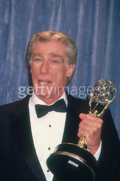 richard mulligan gets an emmy sitcoms online photo galleries. Black Bedroom Furniture Sets. Home Design Ideas