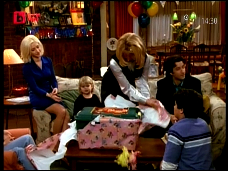 Suzanne_Somers_Josh_Byrne_Staci_Keanan_and_Emily_Mae_Young_i