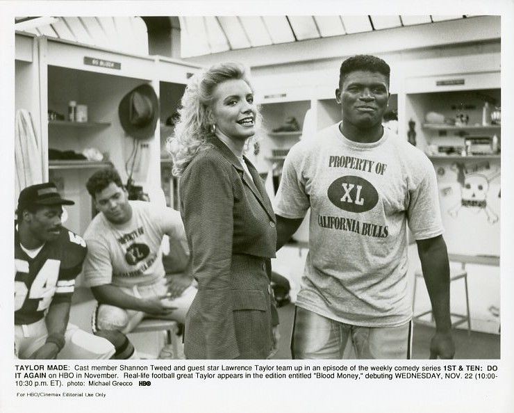 SHANNON_TWEED_LAWRENCE_TAYLOR_SMILING_FIRST_AND_TEN_ORIGINAL_1992_HBO_TV_PHOTO