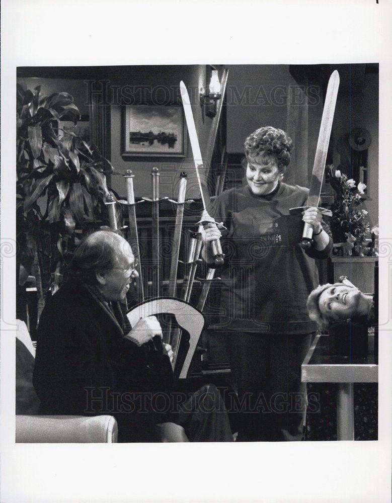 1990_Press_Photo_Sandy_Duncan_Jay_Gerber_Eddie_McClurg_Hogan_Family_Comedy