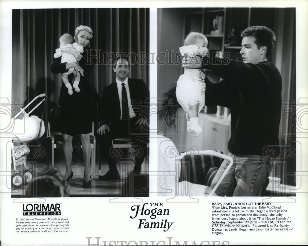 1990_Press_Photo_Sandy_Duncan_and_Jason_Bateman_in_The_Hogan_Family_-_spp06082