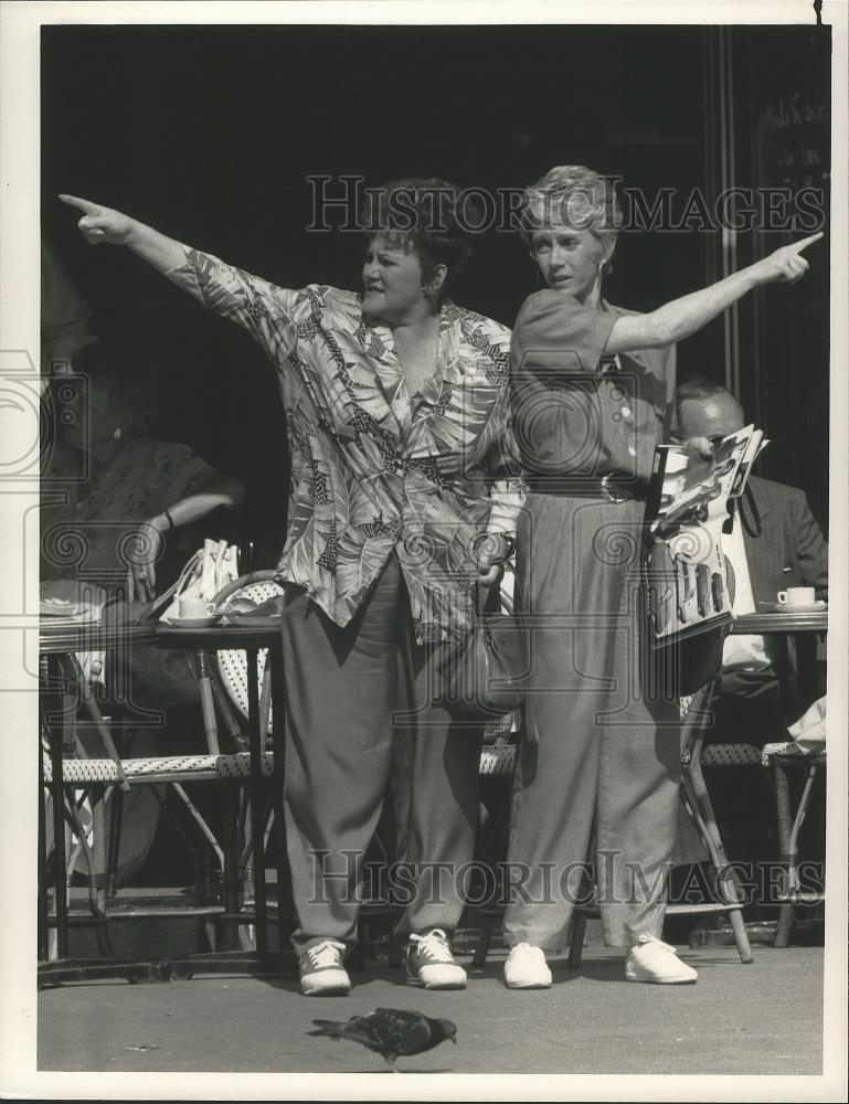 s-l16001989_Press_Photo_Sandy_Duncan_and_Edie_McClurg_star_in_The_Hogan_Family_
