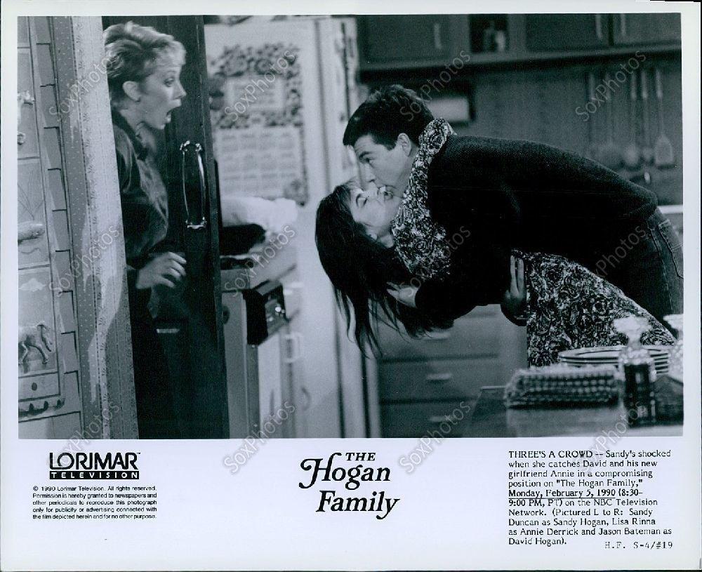s-l1600LG265_1990_The_Hogan_Family_Sandy_Duncan_Lisa_Rinna_Jason_Bateman_Photo