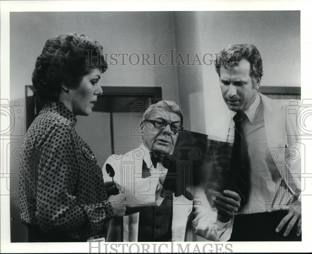 1979_Press_Photo_Lynn_Redgrave_Wayne_Rogers_Davis_Wayne_on_House_Calls